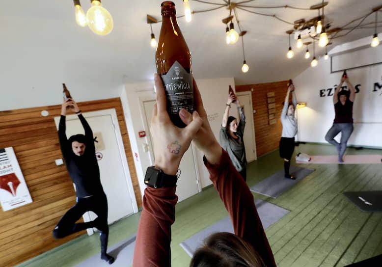 Рига, Латвия. Занятия по пивной йоге