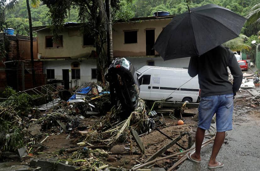 Рио-де-Жанейро, Бразилия. Последствия наводнения из-за проливных дождей
