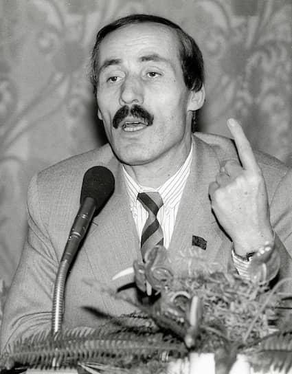 <b>Рамазан Абдулатипов</b><br> После октябрьских событий 1993 года дважды становился сенатором (в 1993 и в 2000 годах), дважды избирался депутатом Госдумы (1995, 2011). Был также вице-премьером (1997-1998), министром национальной политики, министром без портфеля (1998-1999) и послом России в Таджикистане (2005-2009). В 2013-2017 годах был главой Дагестана. Сейчас является спецпредставителем России при Организации исламского сотрудничества