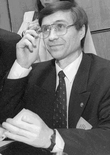 <b>Владимир Богданов</b><br>   В 1984-1993 годах возглавлял производственное объединение «Сургутнефтегаз». С 1993 года и по настоящее время является генеральным директором ПАО «Сургутнефтегаз»