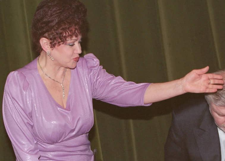<b>Валентина Петренко</b><br>   В 1993 году стала замглавы администрации Ростовской области, затем советником в Министерстве иностранных дел. С 1995 года — консультант Службы безопасности президента, работала в администрации президента, была советником председателя правительства. В 2002-2018 годах — член Совета федерации