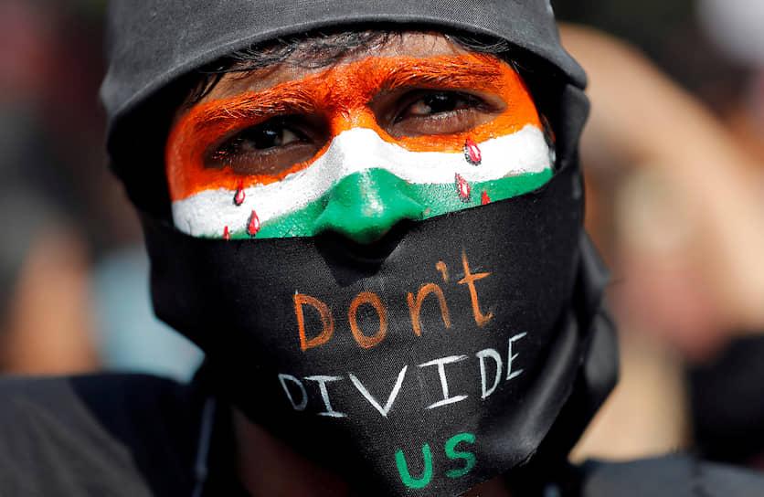 Нью-Дели, Индия. Демонстрант на акции протеста против нового закона о гражданстве