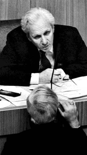 <b>Сергей Филатов</b><br> В 1993-1996 годах был руководителем администрации президента. С 1997 года и по настоящее время является президентом Фонда социально-экономических и интеллектуальных программ