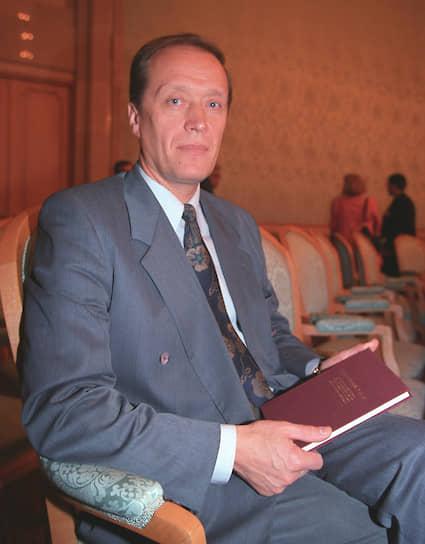 <b>Александр Вешняков</b><br>  После роспуска Верховного совета работал в Минтрансе, а затем — в Центризбиркоме (ЦИК) РФ. В 1999-2007 года — председатель ЦИК. Затем до 2016 года был послом России в Латвии. Сейчас официальных постов не занимает