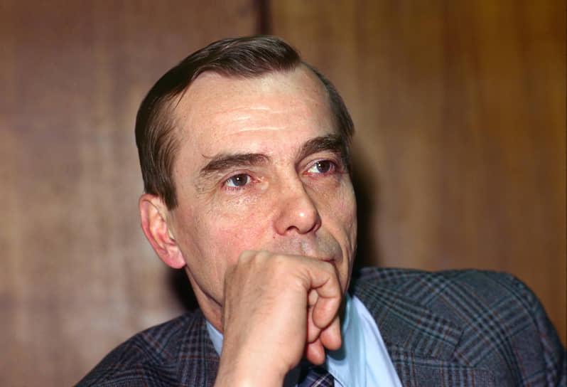 <b>Лев Пономарев</b><br> В 1993 году избран депутатом Госдумы. В 1997 году выступил инициатором создания правозащитного движения «За права человека», став его исполнительным директором. Оно было ликвидировано в октябре 2019 года. В декабре того же года Лев Пономарев учредил национальное движение с одноименным названием, которое продолжило работу без юридического лица