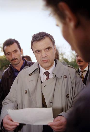 <b>Руслан Хасбулатов</b><br>   После октябрьских событий 1993 года был арестован, но в следующем году освобожден по амнистии. С 1994 года и по настоящее время — заведующий кафедрой мировой экономики в Российском экономическом университете имени Г. В. Плеханова