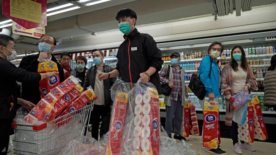 Что в разных странах стало объектом ажиотажного спроса из-за эпидемии коронавируса