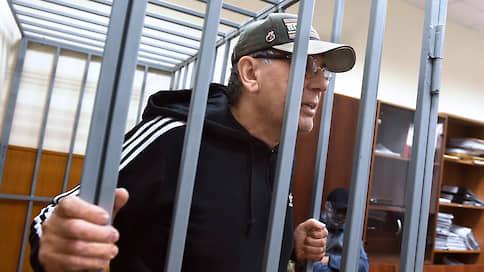 Свидетель пострадал от давления адвоката  / СКР обвиняет Дагира Хасавова в угрозах представителю потерпевшей стороны