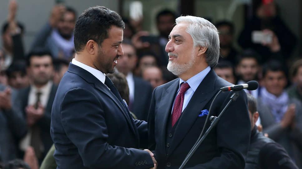 Премьер министр Афганистана Абдулла Абдулла (справа) и его вице-президент Бабур Фарахманд