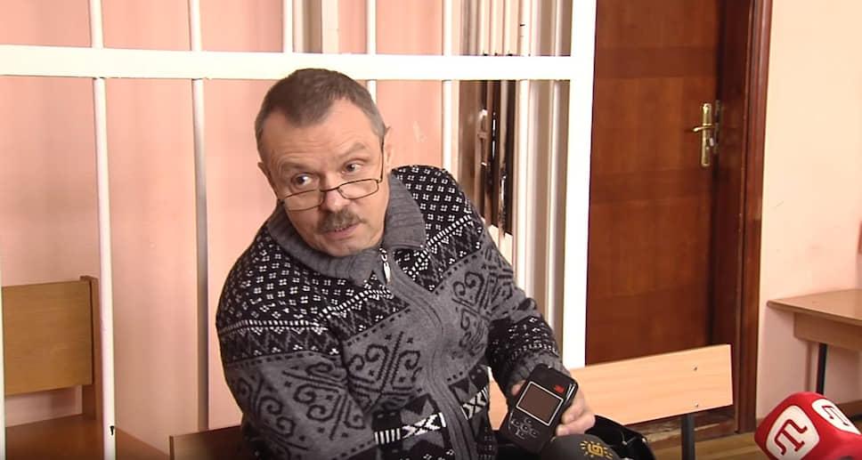 В марте 2014 года депутат Верховной рады Крыма Василий Ганыш был единственным, по его словам, кто голосовал против референдума о присоединении Крыма к России. В апреле 2015 года экс-депутата задержали украинские пограничники, когда он пытался въехать на территорию Украины. В 2018 году суд Киева признал экс-депутата виновным в госизмене и приговорил его к 12 годам