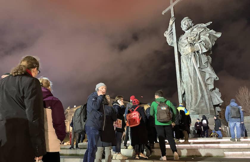 Очередь на одиночный пикет на Боровицкой площади