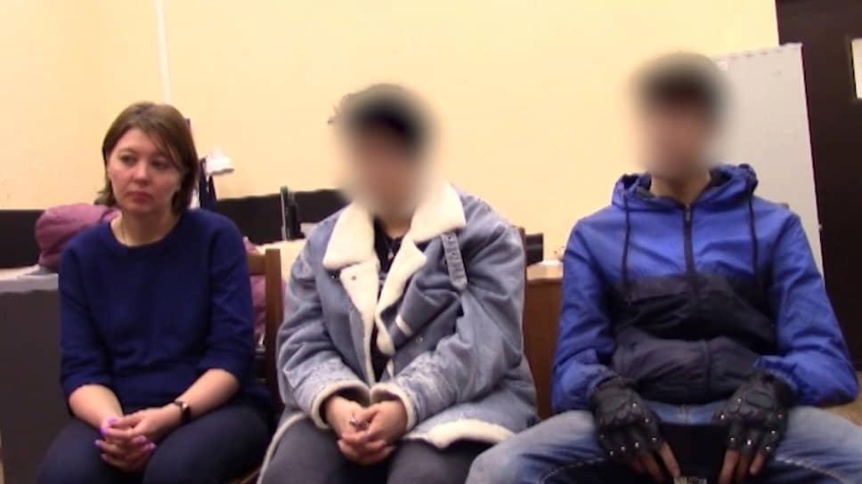 Задержанные саратовские школьники Евгений и Игорь