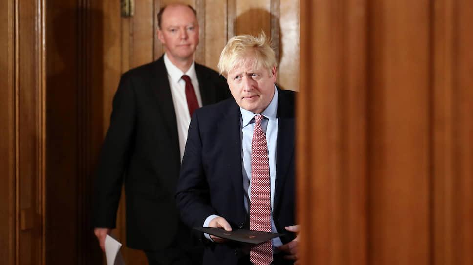 Премьер-министр Великобритании Борис Джонсон (справа)