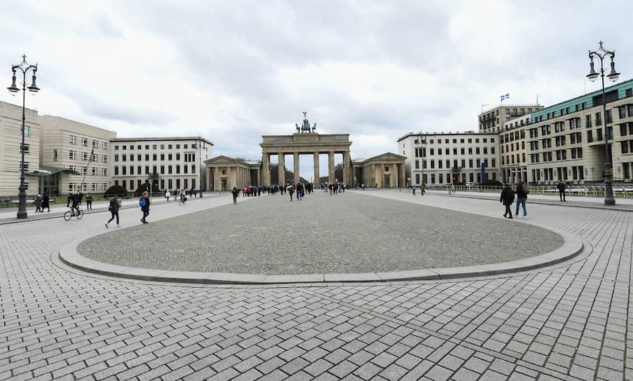 Парижская площадь и Бранденбургские ворота. Берлин, Германия