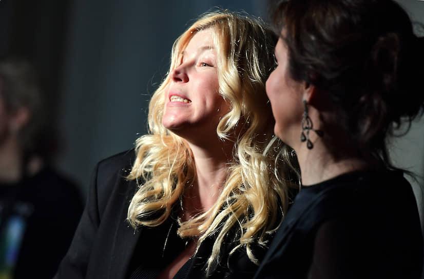 Актриса Мария Карлова (слева) на предпремьерном показе третьего сезона американского сериала «Мир Дикого запада» в ресторане «Восход»