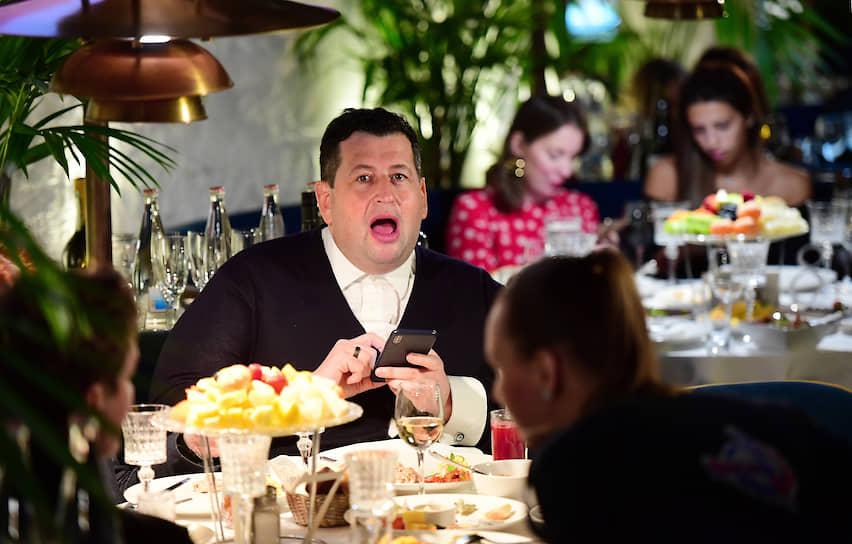 Сооснователь благотворительного фонда «Друзья» Ян Яновский на закрытом показе третьего сезона американского сериала «Мир Дикого запада» в ресторане «Восход»