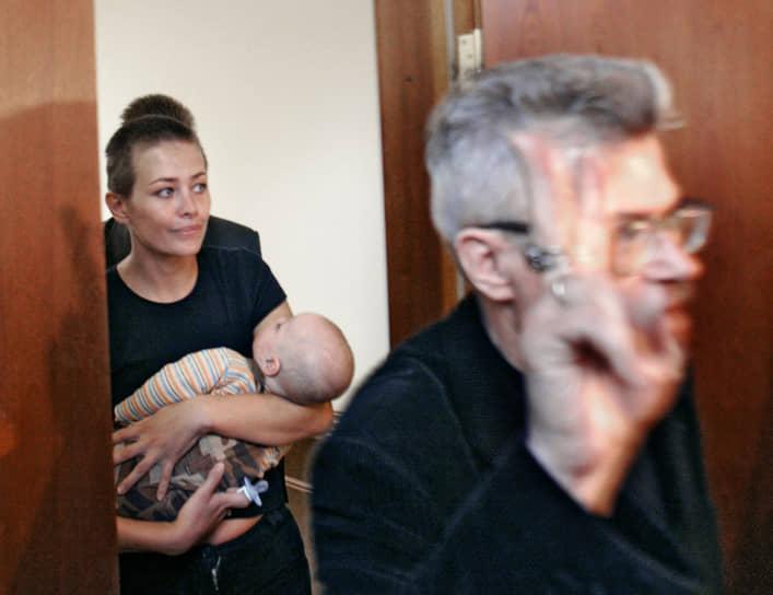 <b>«В этом мире многие несчастны, но только по причине неумения любить, любить другое существо»</b><br> Эдуард Лимонов несколько раз был женат. От брака с актрисой Екатериной Волковой (на фото) есть сын и дочь