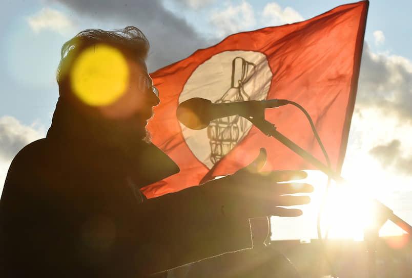 <b>«Только со смертью человек становится понятен. Только смерть ставит точку»</b><br> 17 марта 2020 года Эдуард Лимонов скончался в Москве в возрасте 77 лет. Официальной причиной смерти писателя стало онкологическое заболевание, сообщили в пресс-службе незарегистрированной партии «Другая Россия»