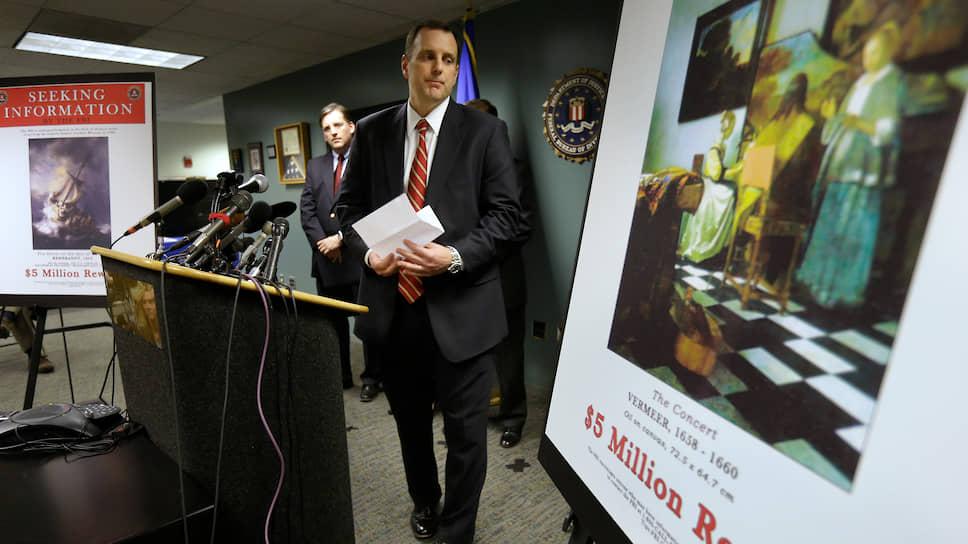 Спецагент ФБР Джефф Келли, руководивший следствием по делу об ограблении музея Изабеллы Стюарт Гарднер, многократно выступал с лекциями, в которых называл это преступление «идеальным» и «ограблением века»