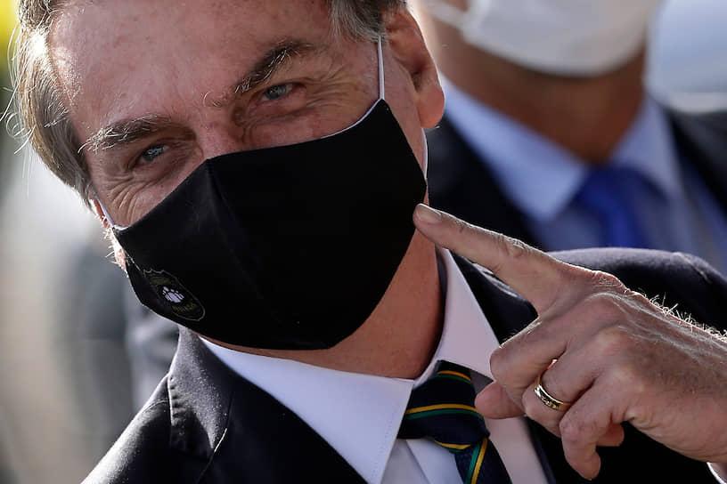 7 июля президент Бразилии Жаир Болсонару сообщил, что его тест на коронавирус показал положительный результат. 25 июля он объявил о первом отрицательном тесте. 25 июля глава государства сообщил, что болезнь удалось побороть