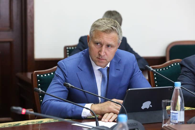 10 января стало известно, что губернатор Ненецкого автономного округа Юрий Бездудный заразился коронавирусом. «Чувствую себя удовлетворительно, лечусь пока дома. Работаю удаленно, постоянно нахожусь на связи»,— написал он в Instagram