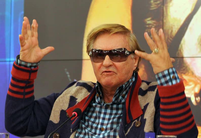 27 октября стало известно, что режиссер Роман Виктюк был госпитализирован с коронавирусом. Об этом сообщила представитель его театра