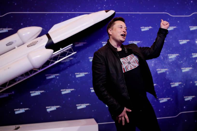 2 декабря основатель SpaceX Илон Маск заявил на конференции по случаю вручения премии Аксель-Шпрингер в Берлине, что уже переболел коронавирусом, хотя ранее сообщал, что его тесты на COVID-19 давали противоречивые результаты