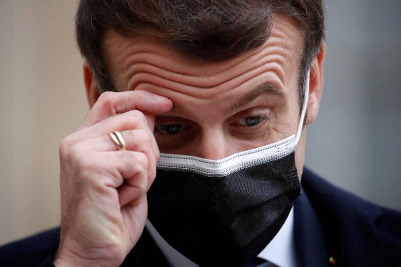 17 декабря Елисейский дворец сообщил, что президент Франции Эмманюэль Макрон сдал тест на коронавирус, оказавшийся положительным. В сообщении говорится, что он уходит на самоизоляцию и будет работать удаленно. 24 декабря стало известно, что президент выздоровел