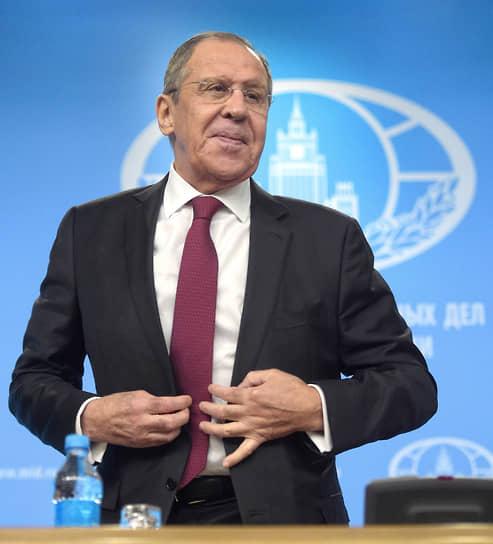 18 января 2021 года министр иностранных дел России Сергей Лавров на пресс-конференции сообщил, что «в легкой форме» переболел коронавирусом и у него сформировались антитела. Он также не исключил того, что сделает прививку от коронавируса в будущем