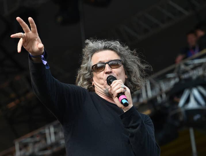 7 октября из больницы после лечения от COVID-19 был выписан рок-музыкант, лидер группы «СерьГа» Сергей Галанин. «Отлежал 10 дней, уже все хорошо, выписали»,— сообщил музыкант. Ранее в СМИ появилась информация о его госпитализации