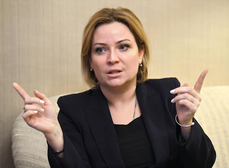 6 мая стало известно, что коронавирусом заразилась министр культуры России Ольга Любимова. 14 мая она сообщила журналистам, что вылечилась и вышла на работу