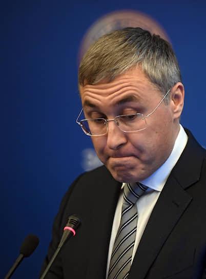 14 мая президент России Владимир Путин рассказал, что глава Минобрнауки Валерий Фальков переболел коронавирусом. Сам министр сообщил, что уже вылечился и снова приступил к работе