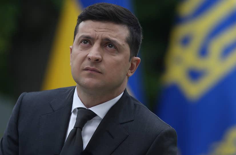9 ноября президент Украины Владимир Зеленский сообщил, что его тест на коронавирус дал положительный результат, а 12 ноября стало известно, что он был госпитализирован. 23 ноября глава государства получил отрицательный тест на COVID-19