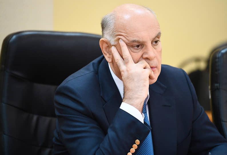27 декабря президент Абхазии Аслан Бжания сообщил, что третий тест подтвердил у него заболевание коронавирусом