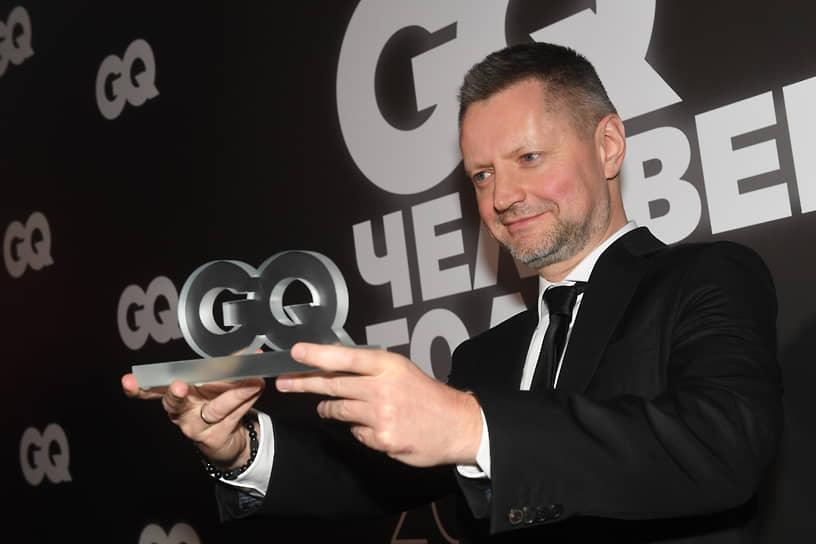 27 ноября журналист Алексей Пивоваров сообщил, что заболел коронавирусом. По его словам, два месяца назад он делал прививку от COVID-19. «Самочувствие вполне терпимое», — написал журналист в Twiitter