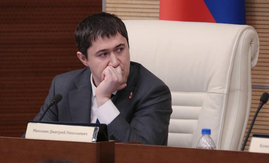 17 сентября коронавирус подтвердился у губернатора Пермского края Дмитрия Махонина. Находящийся на больничном глава региона продолжает работать дистанционно