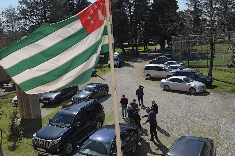 Флаг Абхазии на избирательном участке