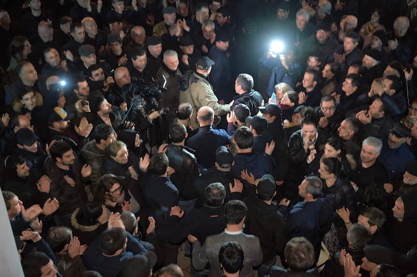 Кандидат на должность президента Абхазии Аслан Бжания на встрече с избирателями