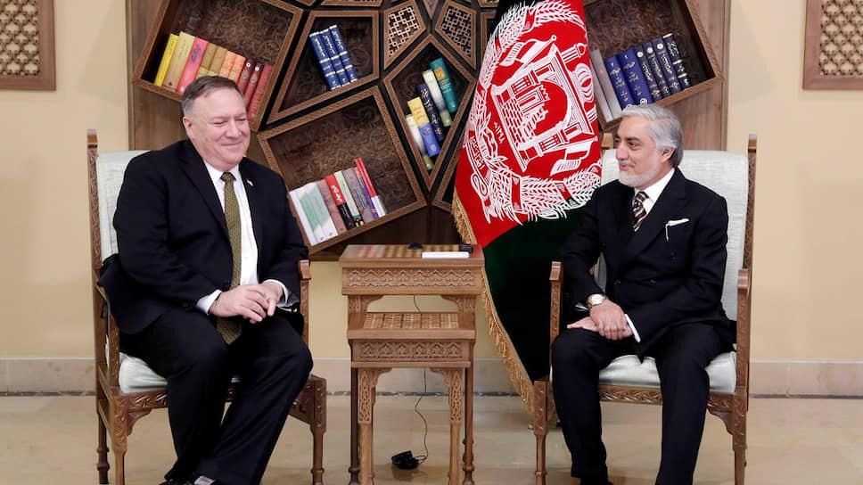 Госсекретарь США Майк Помпео (слева) и премьер-министр Афганистана Абдулла Абдулла