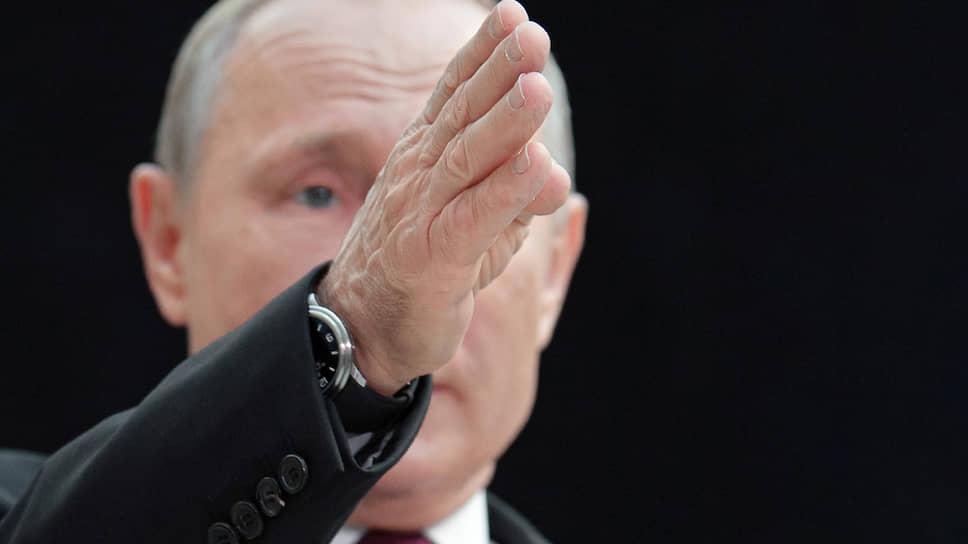 «Но потом, как видите, втянулся»  / Как Владимир Путин двадцать лет менял российскую Конституцию