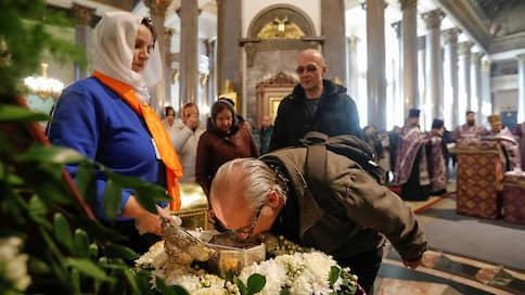 Бог дал, вирус взял // РПЦ намерена игнорировать указ властей Петербурга о запрете богослужений в связи с коронавирусом