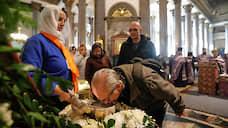 Бог дал, вирус взял  / РПЦ намерена игнорировать указ властей Петербурга о запрете богослужений в связи с коронавирусом