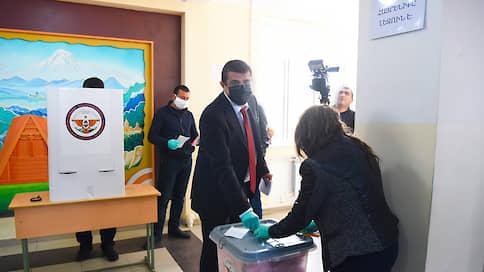 Нагорный Карабах проголосовал в масках и перчатках  / Пандемия не помешала выборам в самопровозглашенной республике