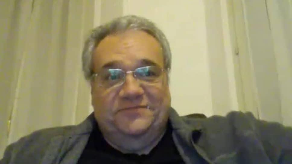 20 марта в Италии от коронавируса умер 57-летний врач <b>Марчелло Натали</b>. Ранее он рассказывал журналистам, что был вынужден работать без перчаток, потому что ему их «не хватило». «Мы выросли с верой в то, что на каждую болезнь найдется таблетка. Возможно, нам был нужен этот урок смирения», — говорил врач