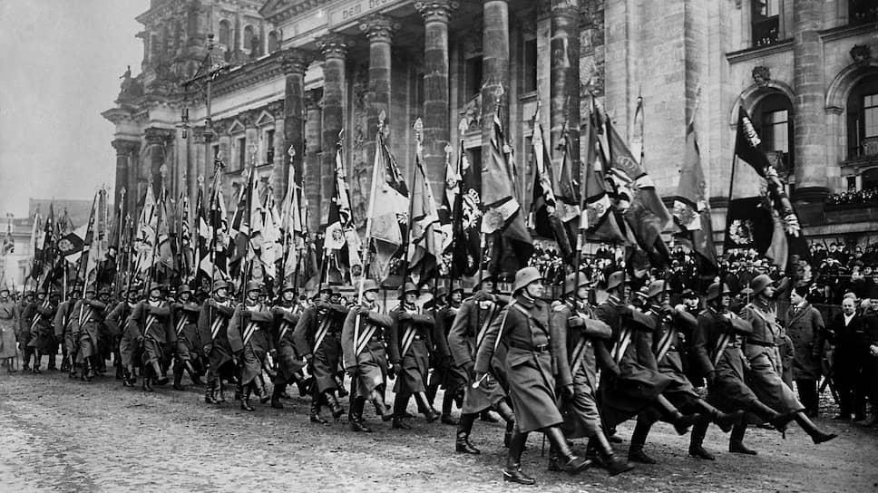 Сторонники мировой революции считали, что немногочисленные части рейхсвера (на фото) не смогут стать препятствием на пути германского пролетариата к социализму
