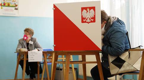 Польша отдаляется от президентских выборов  / Голосование пройдет дистанционно или будет отложено