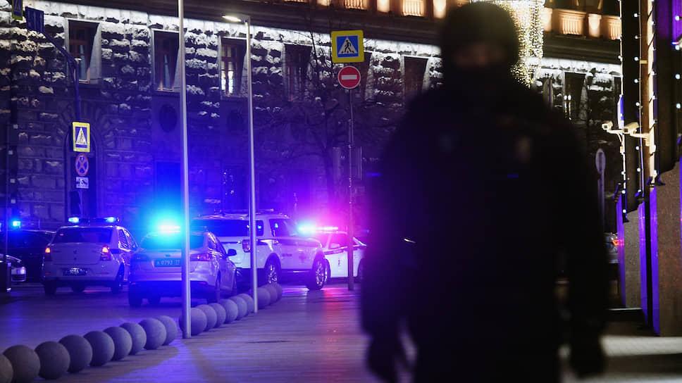 Офицеров ФСБ сняли за съемки / Очевидцев нападения на Лубянке уволили из органов