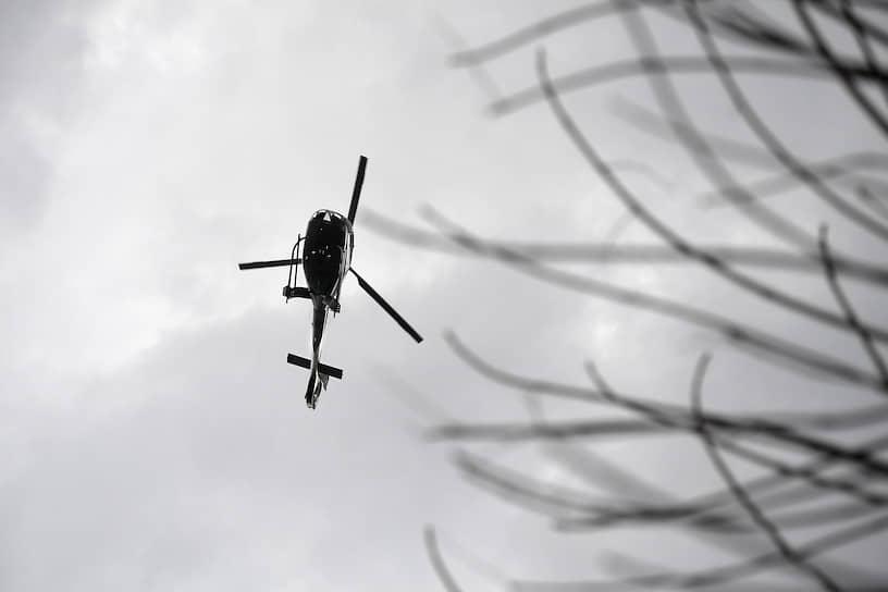 На место ЧП на вертолете вылетели губернатор Подмосковья Андрей Воробьев и глава МЧС Евгений Зиничев