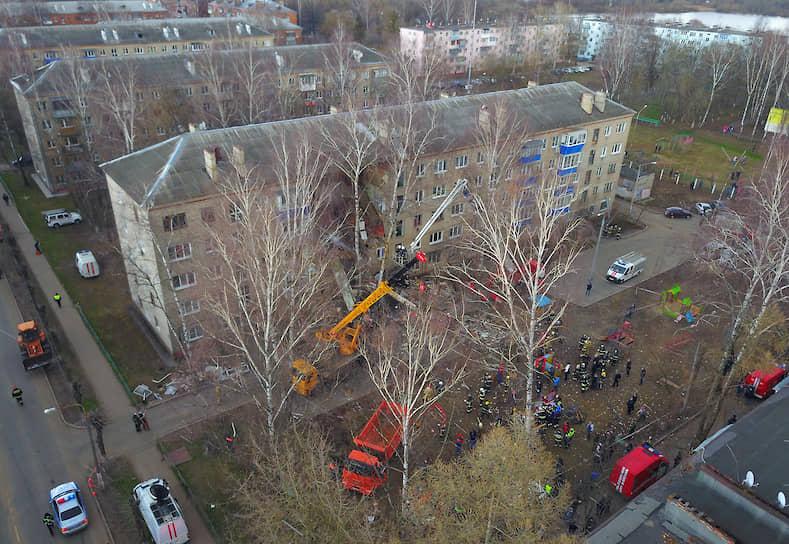 В результате взрыва был обрушен подъезд