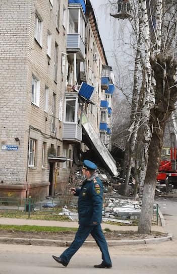 Губернатор Воробьев сообщил, что пострадавших жильцов расселят в местных гостиницах и общежитиях, так чтобы они могли соблюдать режим самоизоляции